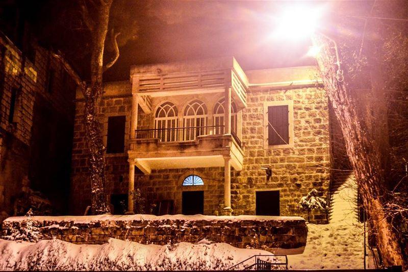 Good evening dear friends! Dhour- El-Chweir now . Amazing 40 cm of snow... (Dhour Shweir)