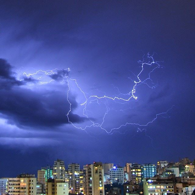 ♢Lightning storm continues over my city♢Camera : nikon d3200♢shot taken /