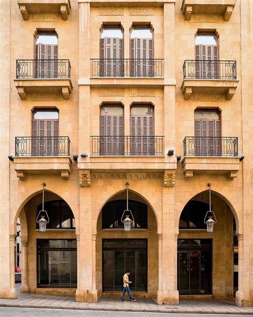 Típica e tradicional fachada com arcos presente na arquitetura de Beirute,... (Downtown Beirut)