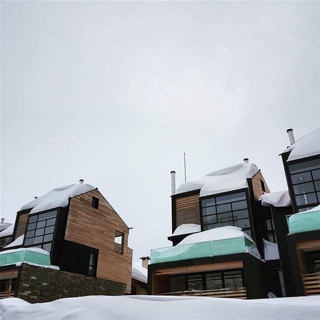 Snowy balconies 🌨❄ lebanon faraya kfardebian mzaar snow snowy home... (Mzaar Kfardebian)