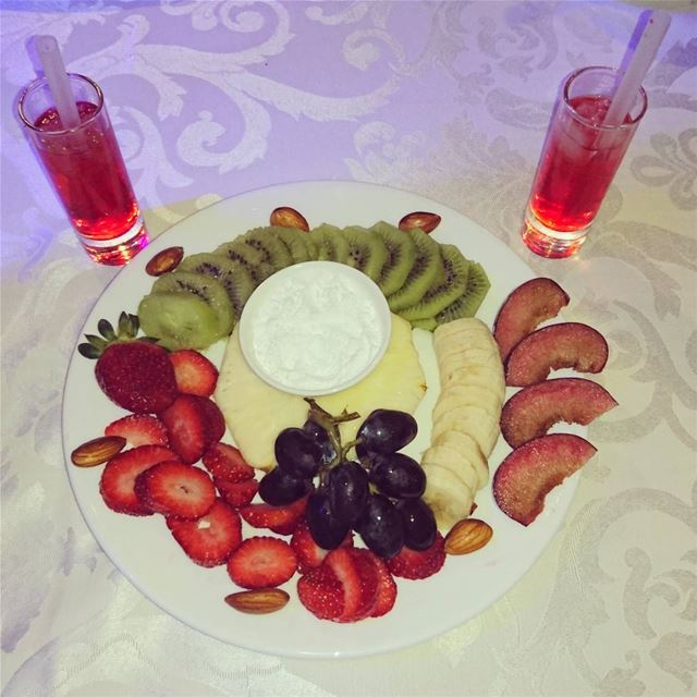 Tfaddalo Beirut jounieh Lebanon byme food fruit instafood weekend ... (Manuella restaurant)