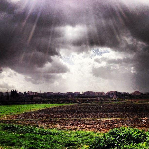 📷 Sunlight valley - Baalbeck, Lebanon ⛅ lebanon bekaa baalbeck ...