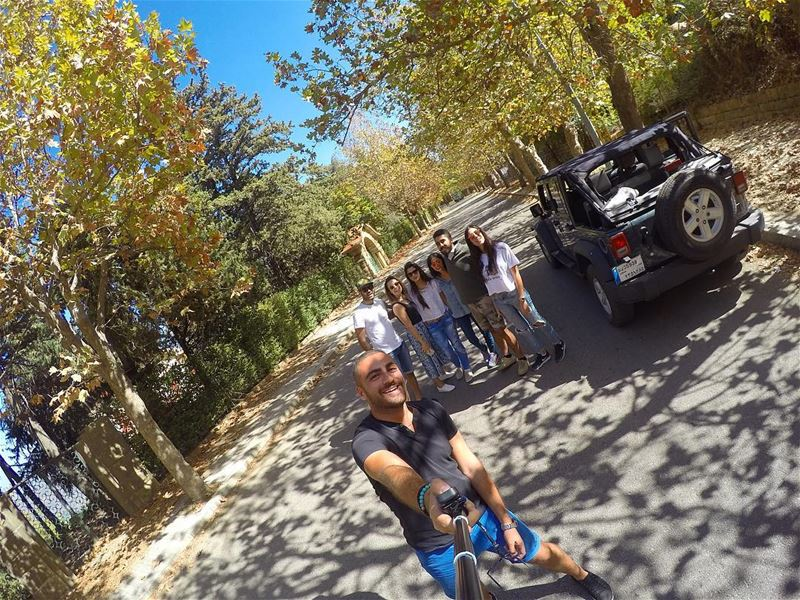 🚙🍂 friends roadtrip sawfar trip wrangler car autumn fall leaf ... (Sawfar, Mont-Liban, Lebanon)