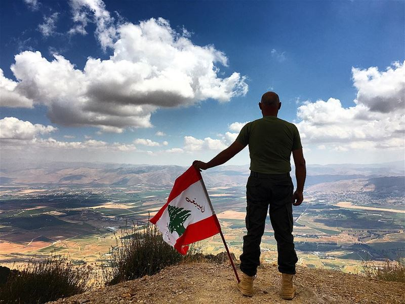 🇱🇧 dad soldier lebanesearmy bekaa bekaavalley valley mountain ... (Barouk Mountain)