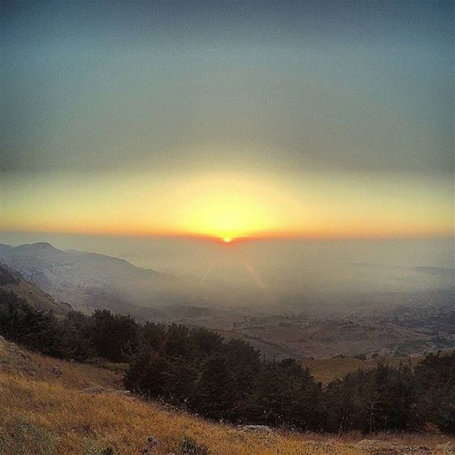 My secret place !! Best To see the Sunset..🌅 sunset sun clouds ... (Sawfar, Mont-Liban, Lebanon)