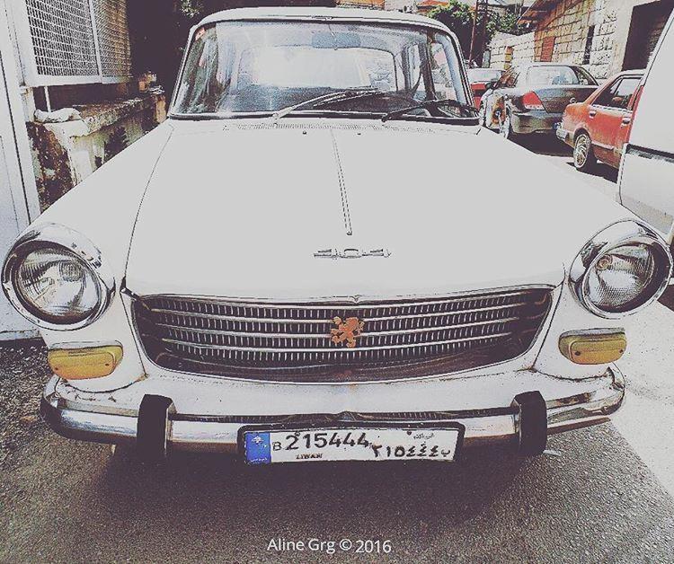 Peugeot 404 🚘 oldcar peugeot car peugeot404 whitecar classiccars ... (Rashaya Al Wadi)