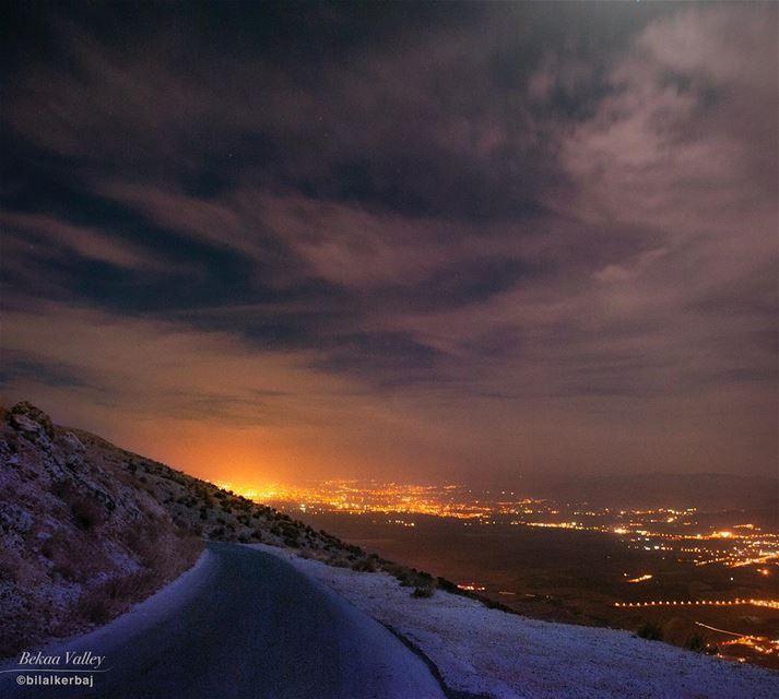 The super light of Elecrticité de Zahlé as seen from The peak of Maaser El... (Maasser El Chouf)
