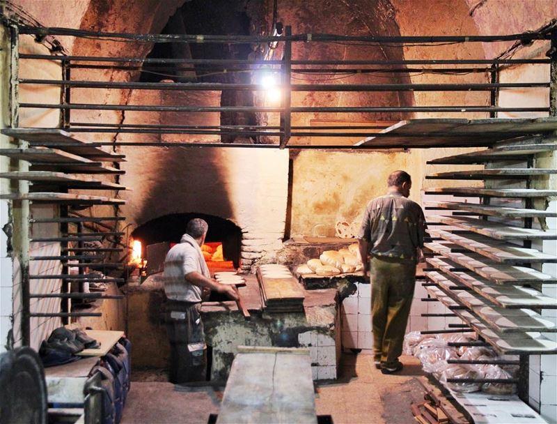 •Baking Lebanese bread• Saida lebanon LebaneseBread exklusive_shot ... (Sidon, Lebanon)