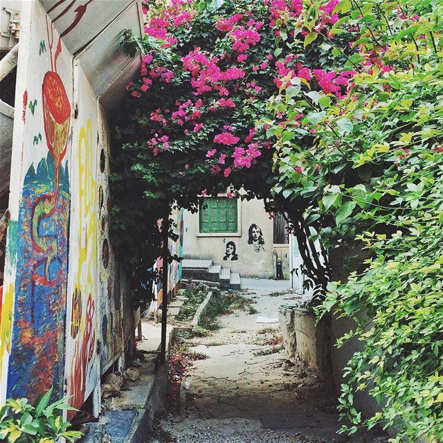 •Colorful hidden places• Gemmayze Lebanon igerslebanon MissMyLebanon ... (Gemmayzeh, Beirut)