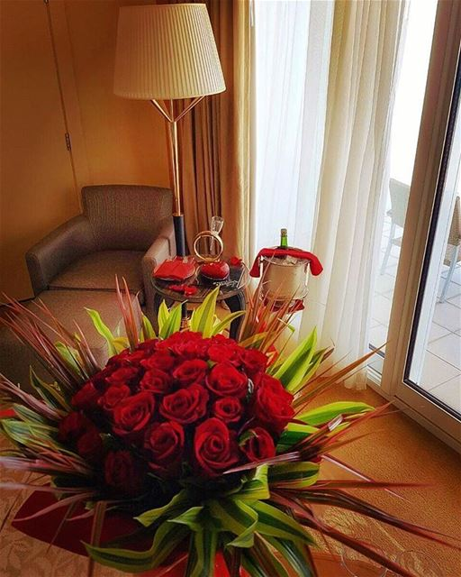 Happy Valentine's day from @fsbeirut 🌹🌷⚘🍾🥂❤ صباح_الخير  goodmorning ... (Four Seasons Hotel Beirut)