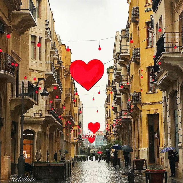 حبيتك بالصيف حبيتك بالشتي،لعيونك الصيف و عيوني الشتي l whatsuplebanon... (Downtown Beirut)