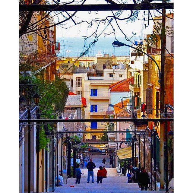 Good morning from Beirut Gemmeyzeh .