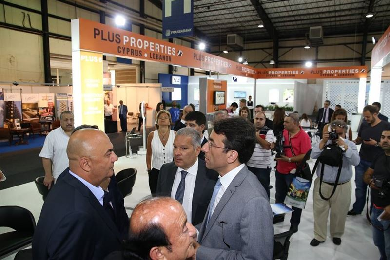 Live from DREAM Real Estate Expo 2016: Mayor Ziad Chebib visiting Plus... (Biel - Hall)