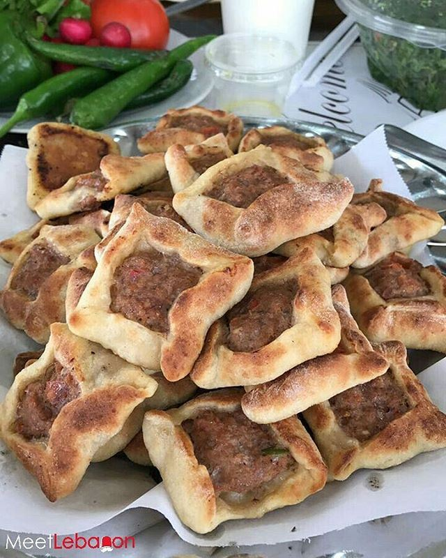 It's Lunch Time!! 😋🍽😋 No one can visit the beautiful city of baalbeck... (Lakkis Rest House Baalbek)