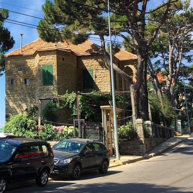 whatsuplebanon capture lebanonhouses ig_lebanon livelovelebanon ... (Dhoûr Ech Choueïr, Mont-Liban, Lebanon)