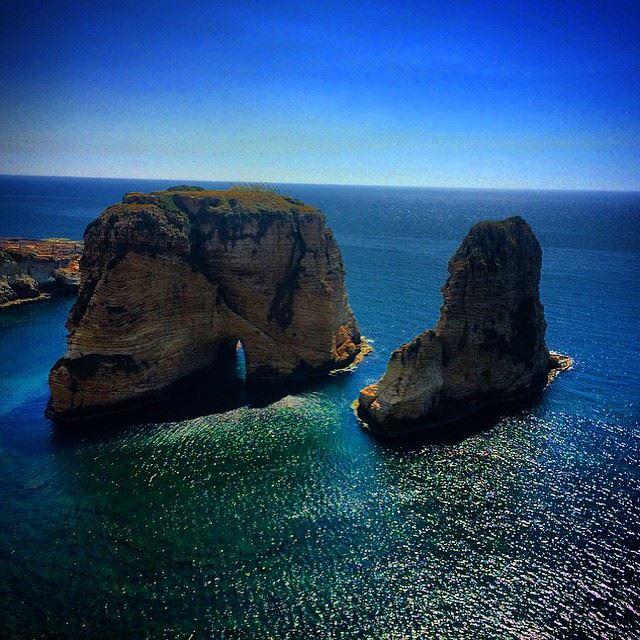Rawsheh Rock - Beirut ! 💙🌞 LiveLoveBeirut LiveLoveLebanon rawsheh ... (Rawsheh, Beirut, Lebanon)