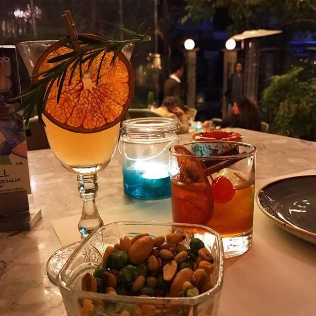 Cheers 🍹🍸happy weekend whatsuplebanon ig_Lebanon insta_lebanon... (Villa Badaro)
