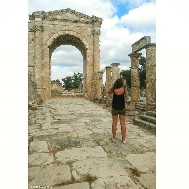 ruins  tyre  weekend  southlebanon  arch  dutch  friend  tourist  summer ... (Ruins of Tyre)