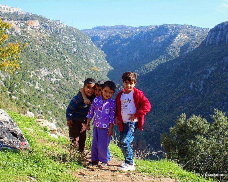 روعة الخالق و براءة المخلوق tb kfardebian valley kids cute refugees... (Kfardebian)