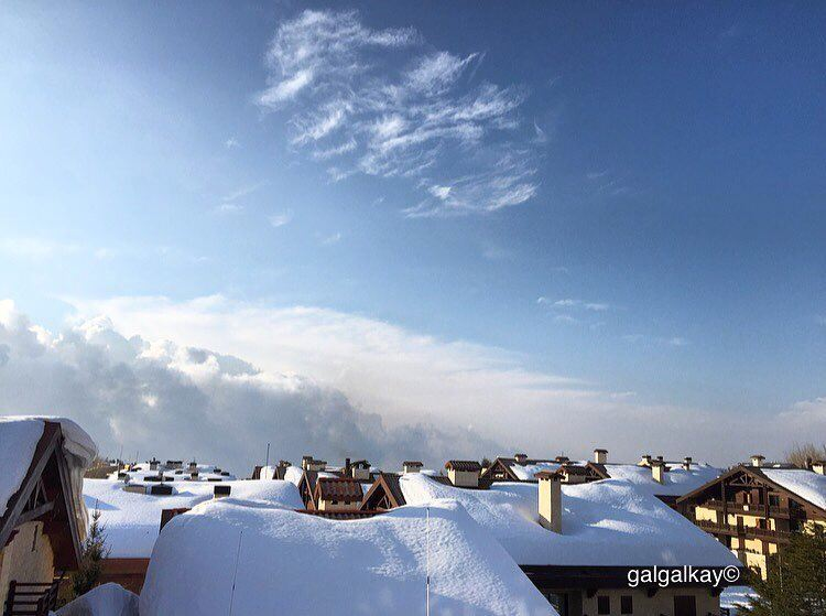 Melting  rooftop  chalet  snow  travel  ig_photooftheday  travellife ...