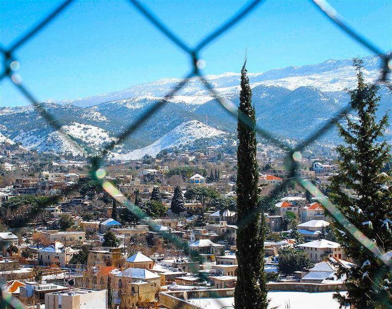 و سيجنا لبنان 👀 الحدود... lebanon beino beinovillage blue ... (Beïno, Liban-Nord, Lebanon)