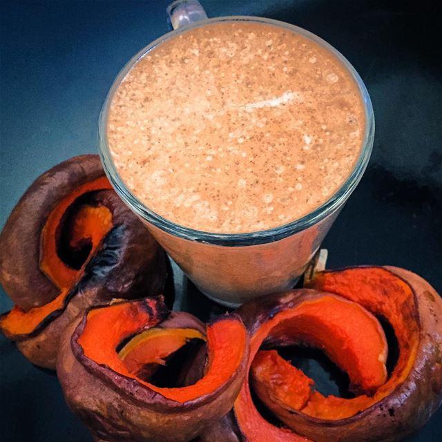 Pumpkin Spice Latte Milkshake 🤗 - The Healthy Way ☝🏼️:Blend a Big scoop...