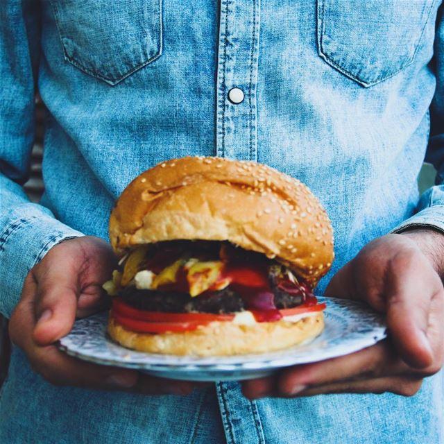 A Hummus Beef Burger 🍔 🤗😋...