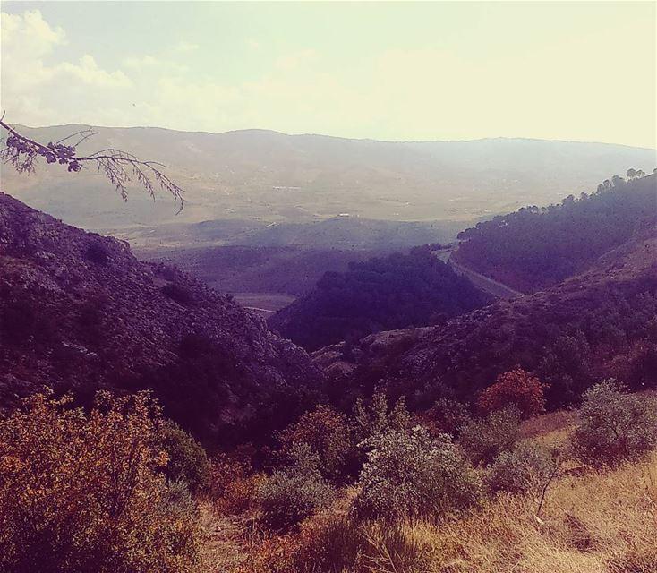 غروب 🌞🌝 corner view prefered village calm relax nature lebanonlovers... (Aïn Zebdé, Béqaa, Lebanon)