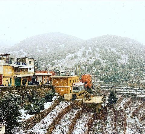même les couleurs avaient des odeurs snowyday village beautiful ...