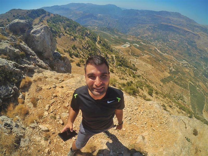 Let's go take a selfie over the edge of Akoura! 😍🙋🙌 (Akoura, Mont-Liban, Lebanon)