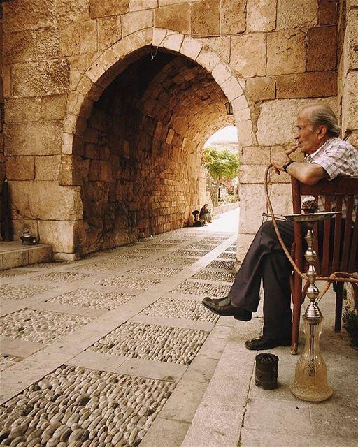 Retrato do tradicional estilo de vida libanês em Byblos. A cultura do Líban (Byblos, Lebanon)