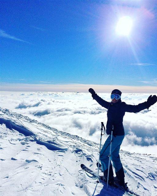 Midtøsten begeistrer! Skyfri himmel, pudder og skikjøring 🎿⛷ pic: @vlad_ua (Mzaar 2400m)
