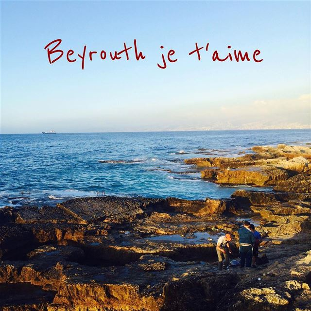Le bord de mer à Beyrouth, en longeant la corniche. The seashore in Beirut, (Beirut, Lebanon)