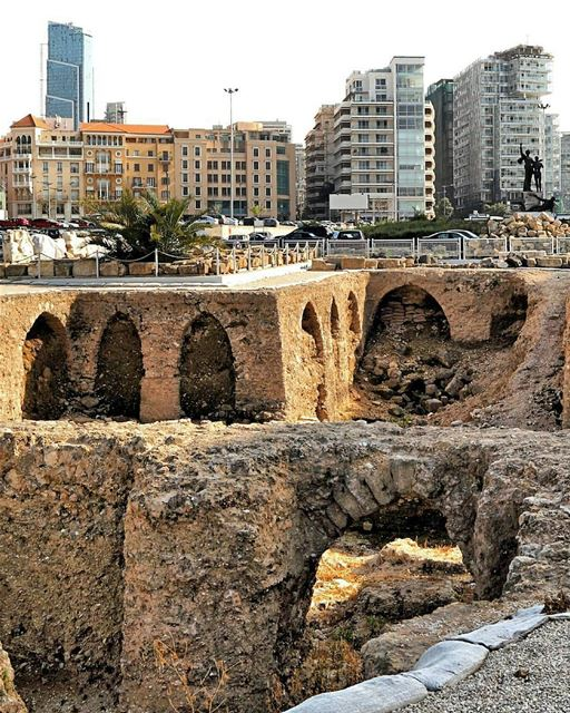 🇱🇧 Ancient phoenician ruins in Beirut's Martyrs Square, with a modern... (Downtown, Beirut, Lebanon)