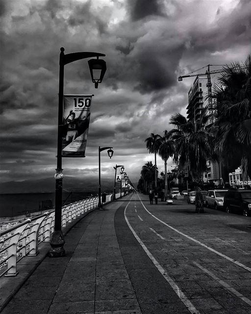 Black and White Morning ☁🌁By @f.rostom GoodMorningBeirut AinElMrayseh ... (Ain El Mraysse)