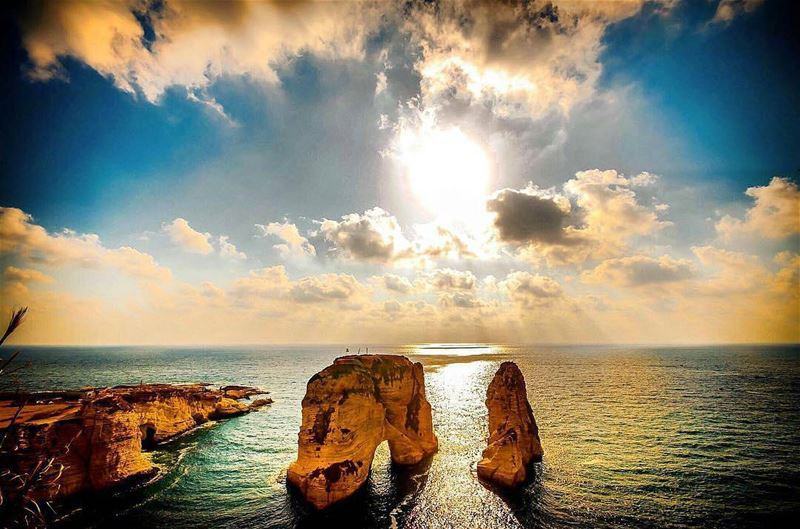 🇱🇧 To my beloved Beirut, the city that will never die: Even though you... (Rouche Rock - Beirut Lebanon)