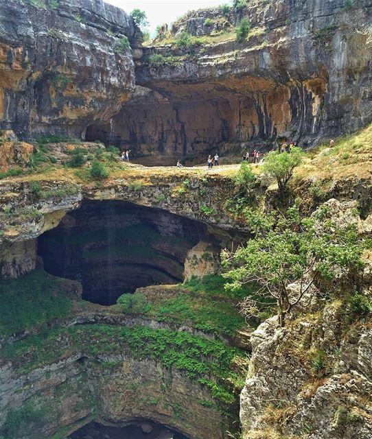 بالوع_بلعة معلم طبيعي عمره آلاف السنين، في بلدة تنورين في أعالي جرود البتر (Tannourine-Balou3 Bal3a)