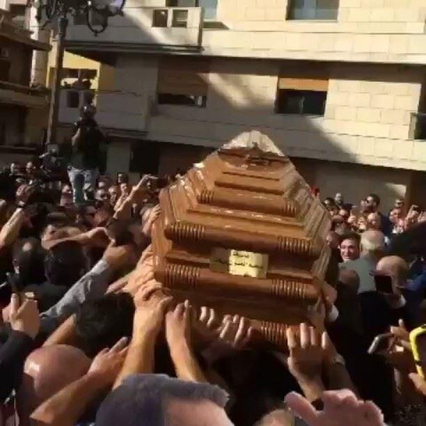 نعش الموسيقار ملحم_بركات يغادر الكنيسة على أنغام لحن الموت الأخير الذي أل (Achrafieh St. Nicolas Church)