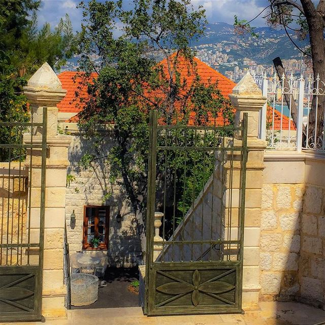 Zoom in traditional stone house lebanonhouses thebest_windowsdoors ...