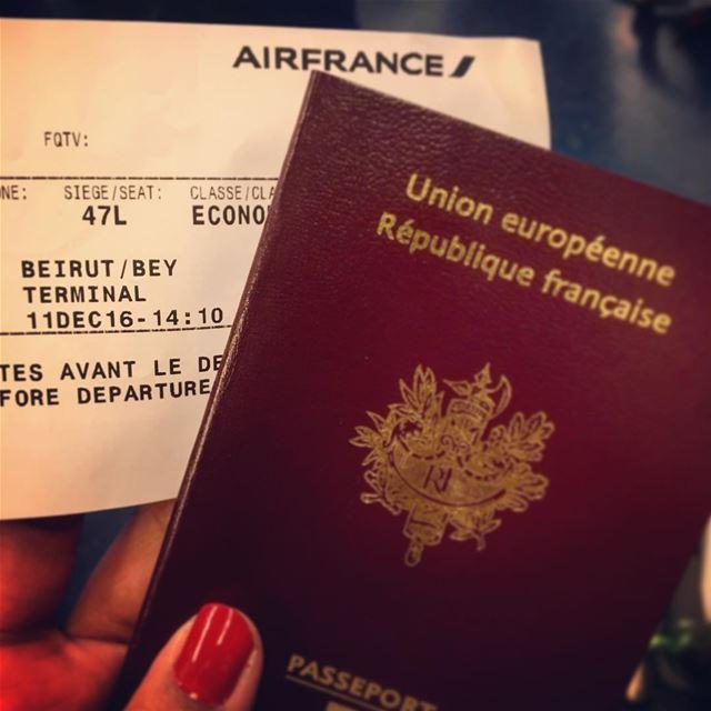Bye bye Paris 👋🏼🇫🇷 AGAIN? Yes please 💁🏻✈️Helloooo Beirut! 🇱🇧 ... (Paris Charles-de-Gaulle Airport | Air France Lounge)