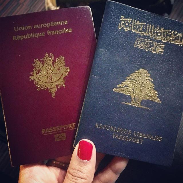 Bye bye Paris... 👋🏼✈️ Hello Athens 😁🇬🇷☀️ w/ @instadward ❤️ byebye ... (Paris CDG Airport Terminal 2F)
