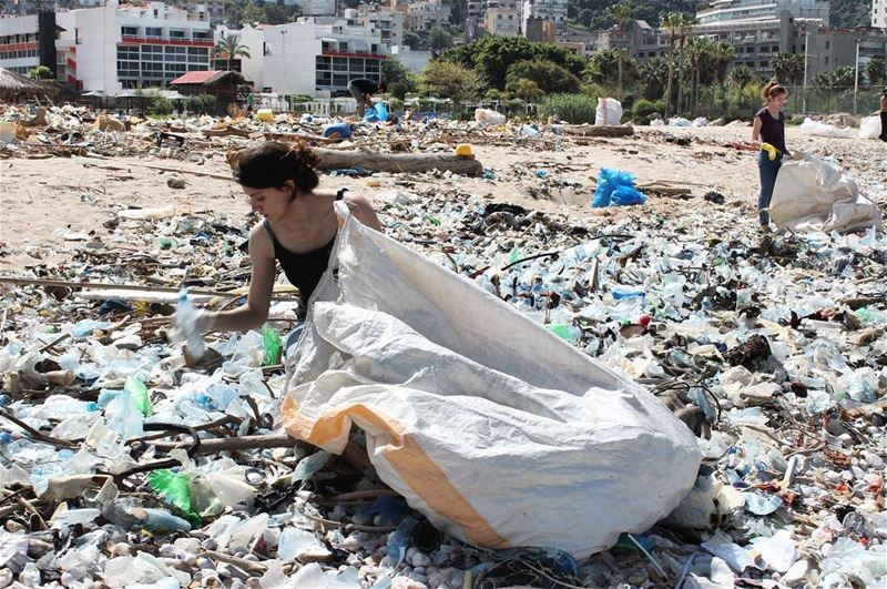 Oooo mammmiii!!! One year ago we cleaned Nahr el Kalb shoreline knowing it... (Residence de La Mer)