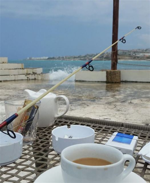 Enjoying the afternoon: a beautiful view, a cup of coffee and fishing.... (Al Marsa - Byblos Sur Mer)