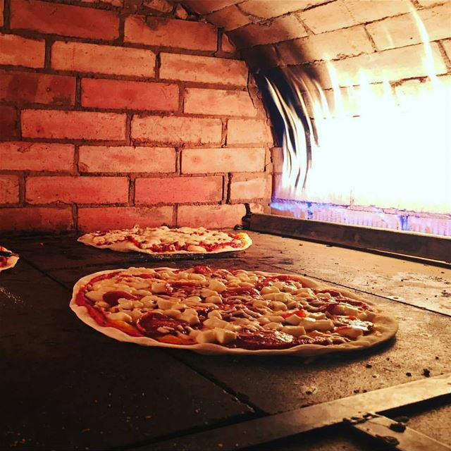 This is what we call Fresh Italian Pizza!By @repost_restaurant pizza...