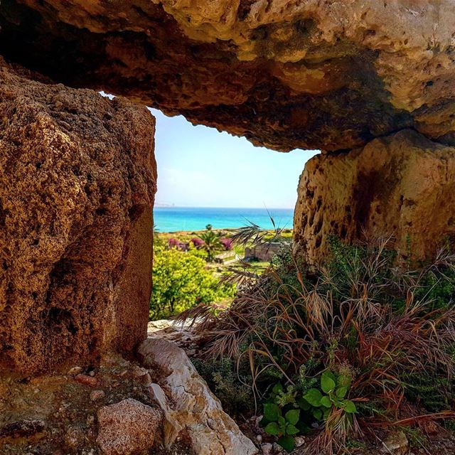 A glimpse of the Mediterranean Sea from Byblos Castle👌🇱🇧 Would you like... (Byblos Castle)