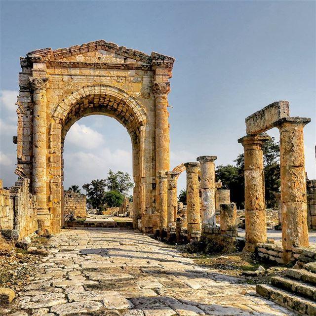 في ماضي منيح، بٙس مٙضى. ruins arch triumph history culture stones ...