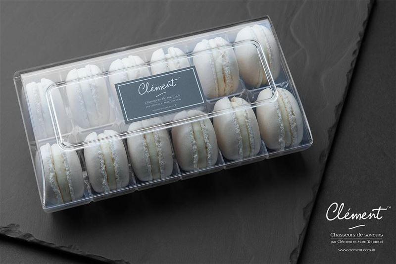 Macarons Vanille Chocolat Blanc 😋😋 livelovefood livelovebeirut ...