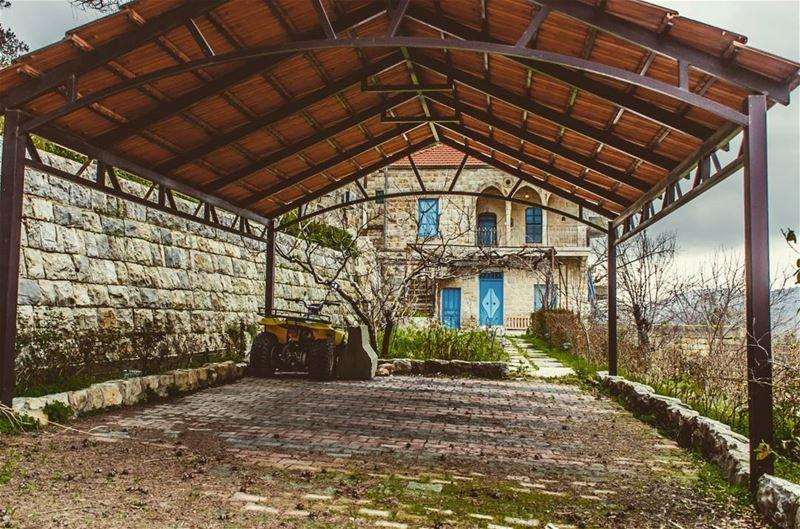 lebanon livelovelebanon livelovebeirut lebanonspotlights ... (El-Mukhtarah, Mont-Liban, Lebanon)
