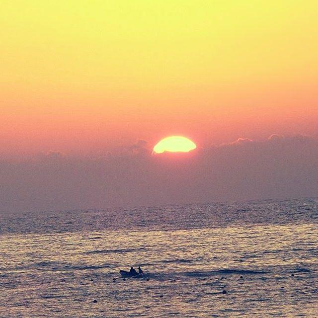 Beirut sea🌊 boat sunset sundown livelovelebanon lebanon_pictures ... (عين المريسة)