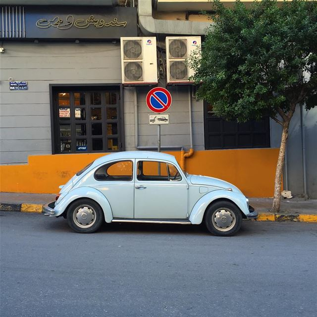 Be cool , Break the rule...... picoftheday photooftheday oldcar ... (Gemmayze)